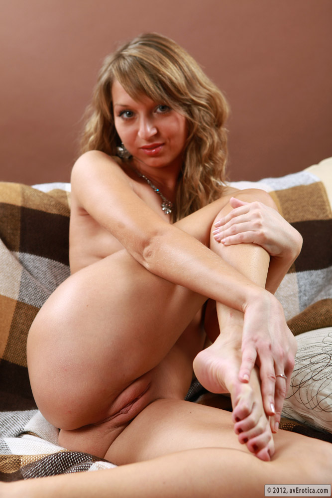 With light hair and a bare pussy, this blonde delights the senses