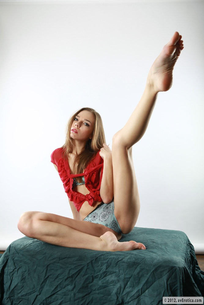 Sophisticated and flexible, brunette Tracy poses while nearly naked