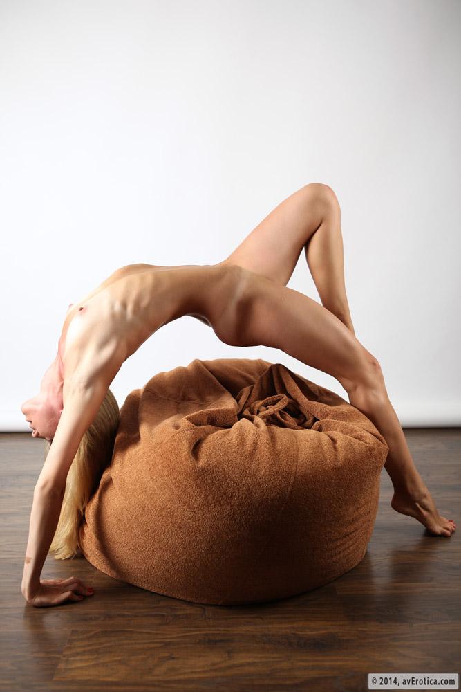 Skinny and elastic blonde Amber likes to seduce