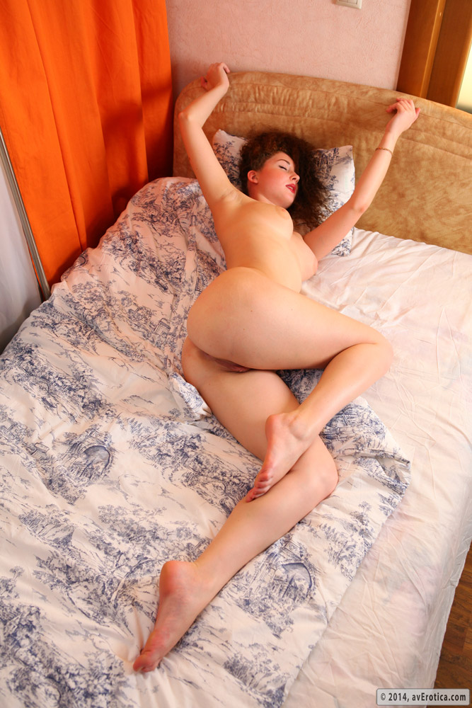 Daisy is a curly hair redhead that loves to provide astounding nude scenes